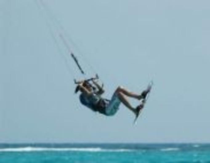 Kitesurfing porwał kobietę w ciąży