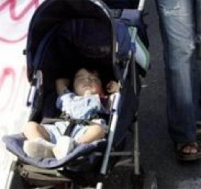 Pijana matka przewróciła wózek z dzieckiem