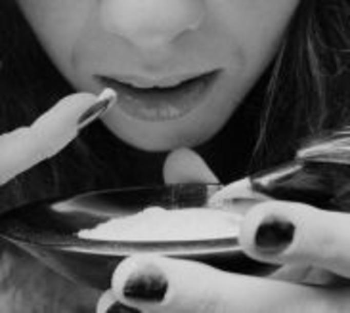 Kobiety coraz częściej sięgają po kokainę