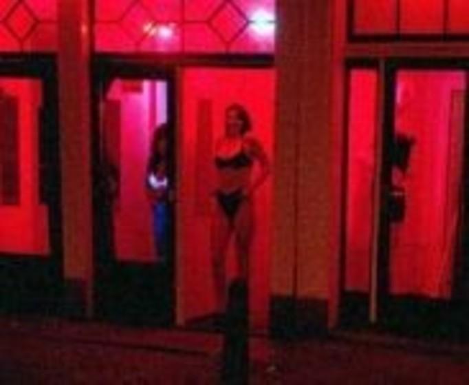 13-latka przez ojczyma została prostytutką