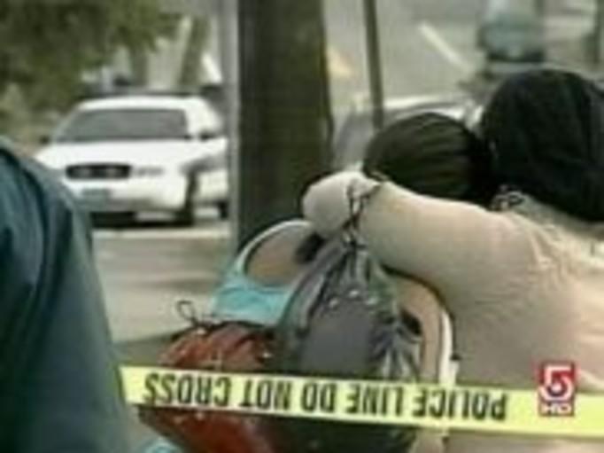 Jednej z sióstr obciął głowę, a drugą zadźgał!