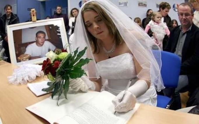 Wzięła ślub ze zmarłym!
