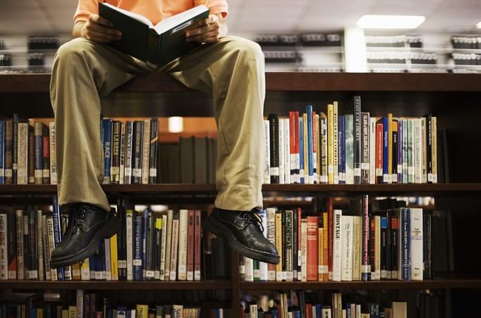 Dostał zakaz wstępu do biblioteki, bo brzydko pachnie!