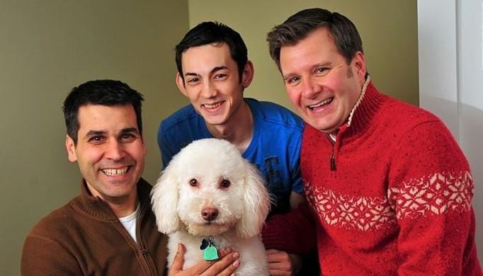 Dorosły chłopak adoptowany przez parę gejów!
