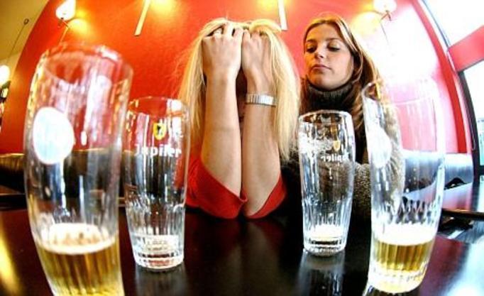alkoholizm, pijana kobieta, pijaczka