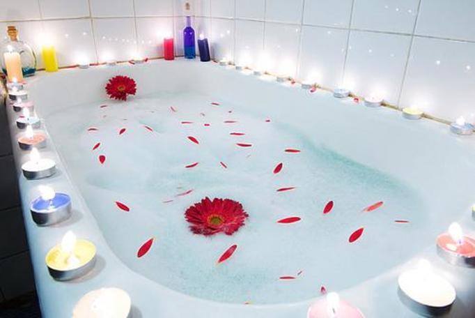 romantyczna kąpiel w wannie