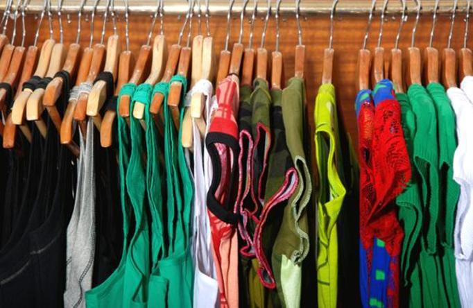 sprzedaż ubrać przez Internet