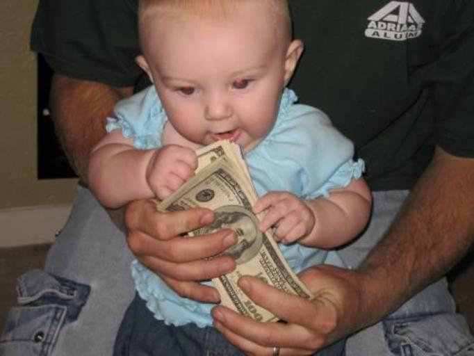 Chcieli sprzedać dziecko za 25 dolarów!