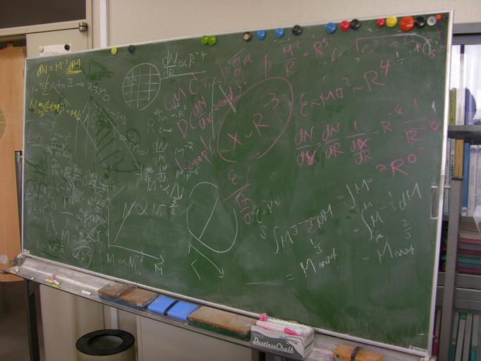 Nauczyciel kazał uczniom całować się po stopach!
