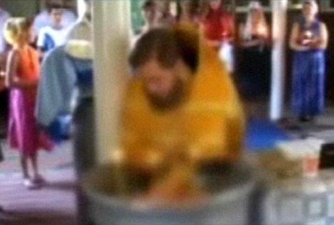 Ksiądz utopił dziecko podczas chrztu!