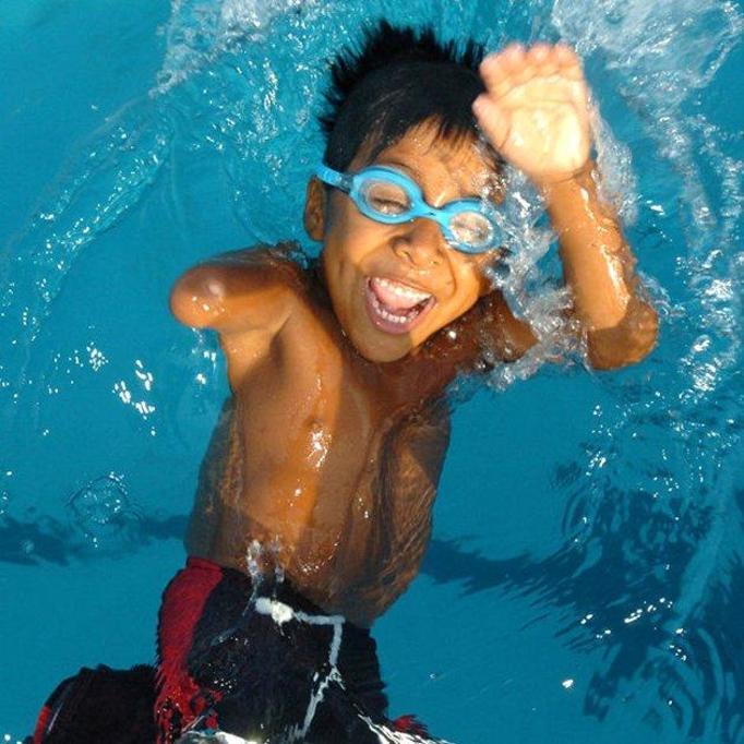 6-letni pływak nie ma nóg i ręki!