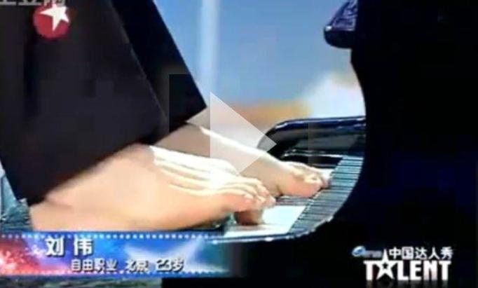 VIDEO NA DZIŚ: Pianista bez rąk