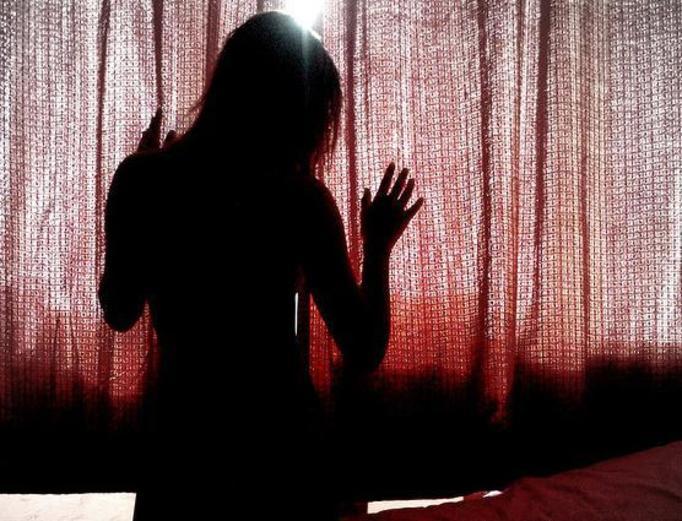 12-latka nagrała film, na którym gwałci ją ojczym!