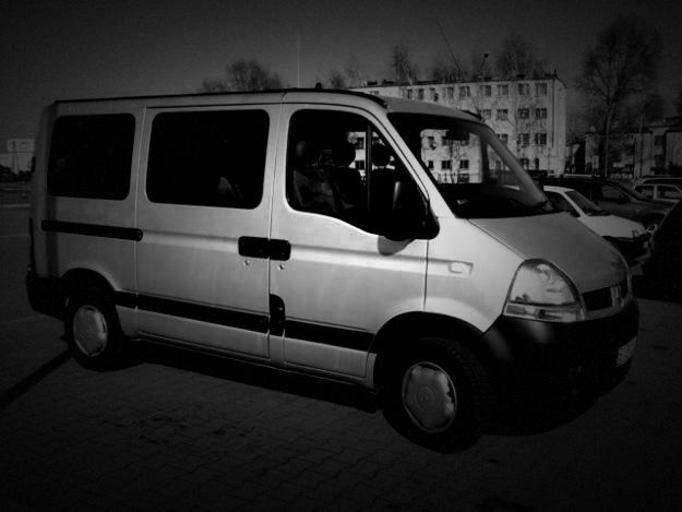 26 dzieci zapakowali do 9-osobowego busa i kazali wracać do domu!