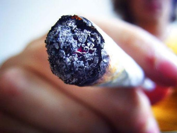 Połowa warszawiaków regularnie pali marihuanę