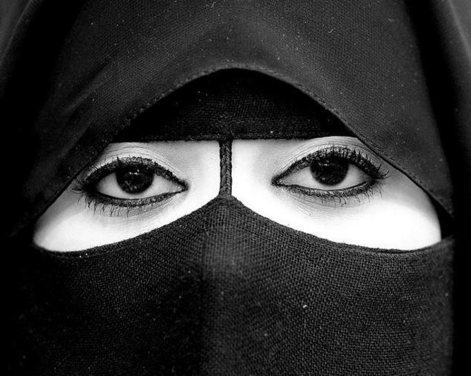 Co kobiety islamu ukrywają pod burką?
