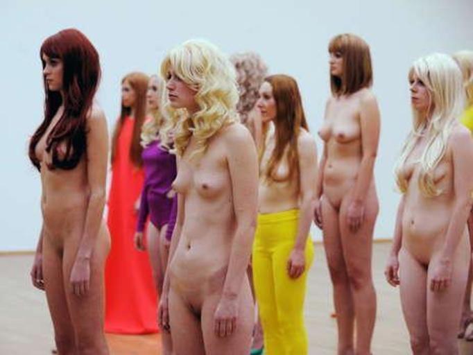 Wystawa nagich kobiet w muzeum (18+)