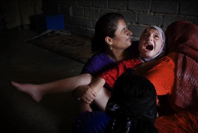KRWAWY RYTUAŁ: Obrzezanie irackich Kurdyjek