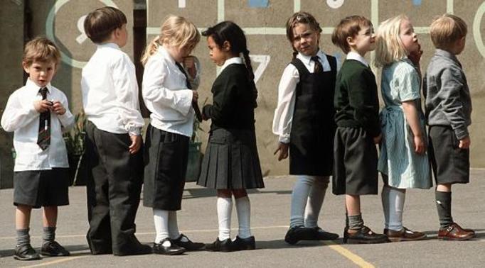 Skandal w podstawówce: Ośmiolatki uprawiały seks oralny podczas lekcji pod okiem nauczyciela!