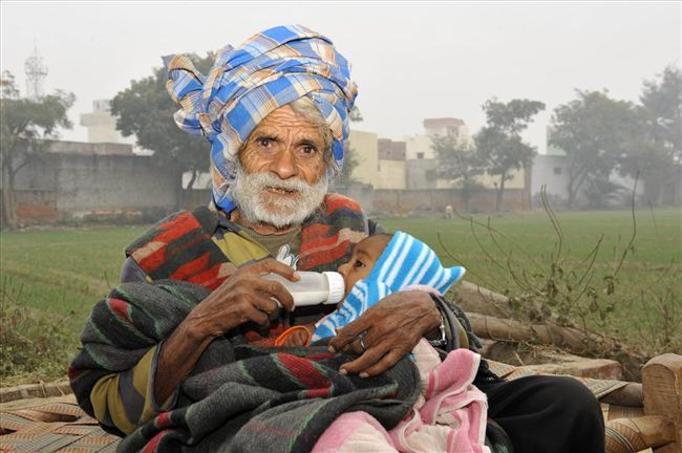 Najstarszy ojciec świata: Ma 94 lata i kilkumiesięcznego syna!