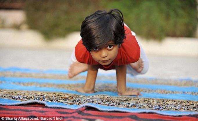 Shruti Pandey: Najmłodsza na świecie nauczycielka jogi! Ma 6 lat!