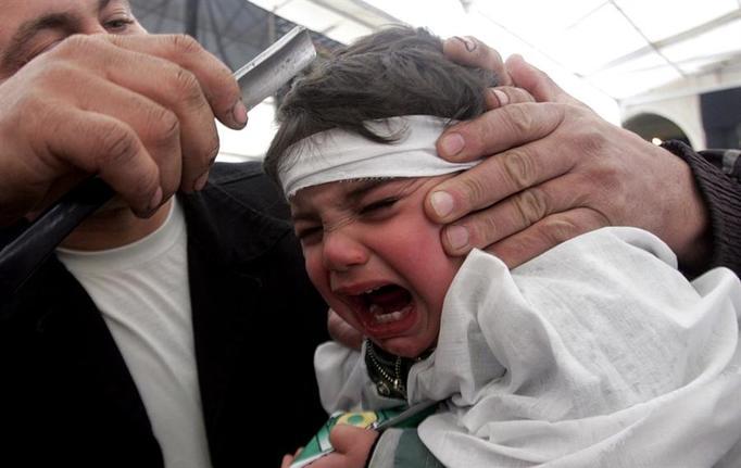 ASZURA: Okaleczają dzieci w imię religii! Maluchy ROZPACZAJĄ Z BÓLU!