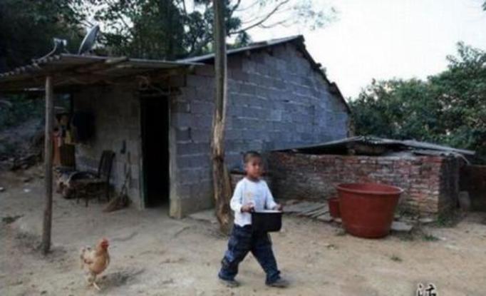 6-letni Ah Long: Jego rodzice umarli na AIDS i chłopczyk musi wychowywać się sam! Współczujemy!