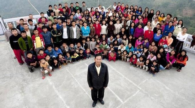 Ziona Chana: Ma 39 żon, 94 dzieci i 33 wnuków! Jego rodzina jest najliczniejszą na świecie!