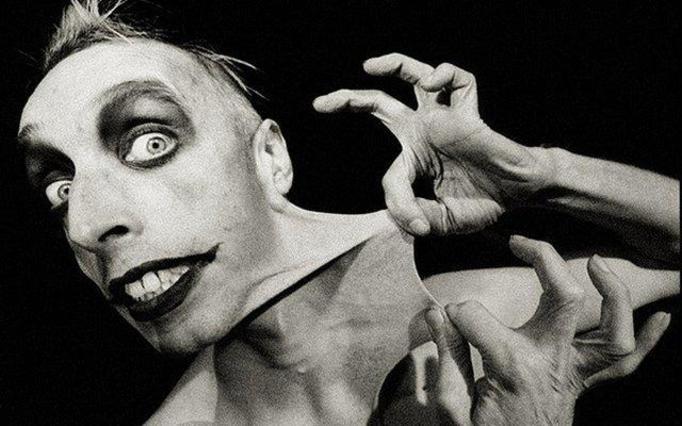 Gary Turner: Człowiek z gumy! Rozciąga skórę na wszystkie strony! NIEWIARYGODNE