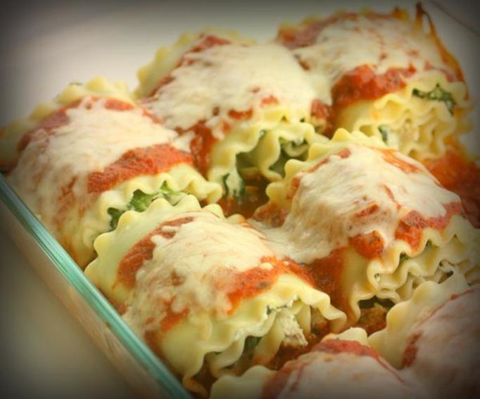 Lasagna ze szpinakiem i sosem pomidorowym