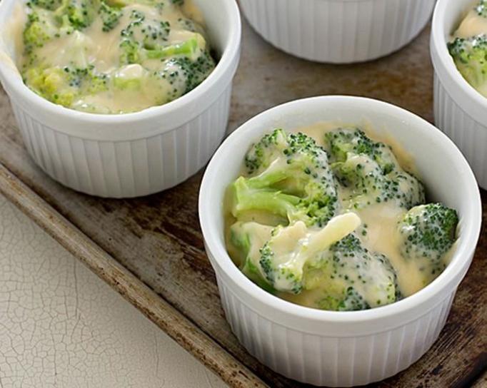 brokuł w sosie beszamelowym