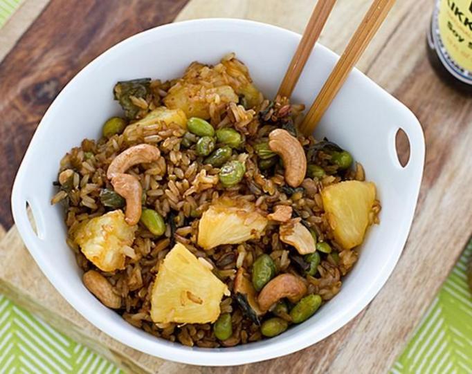 sałatka z brązowym ryżem