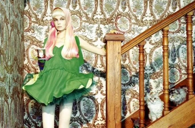 dziewczyna na schodach