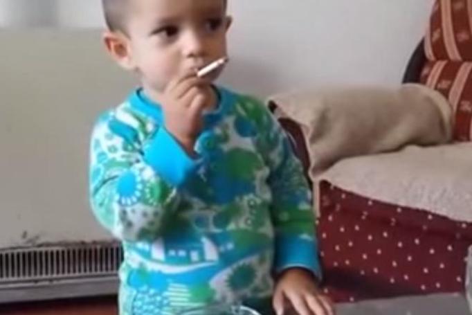 palące dziecko