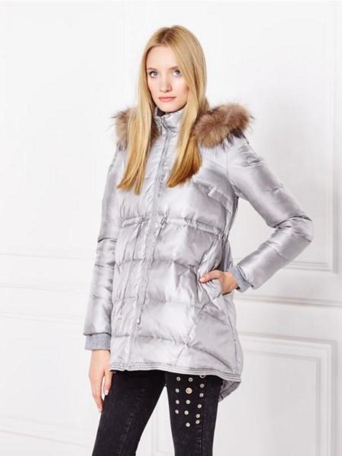 Damskie kurtki zimowe. O tym, że kobieta zmienną jest doskonale wiedzą również producenci odzieży sportowej. Dlatego też wśród propozycji na sezon zimowy ilość dostępnych fasonów w kategorii kurtki zimowe damskie przyprawia o zawrót głowy.