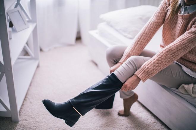 płaskie buty u kobiety