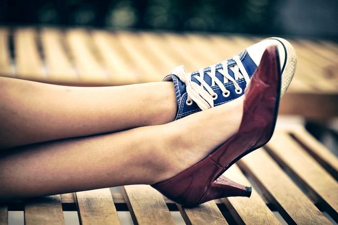 buty sportowe czy szpilki