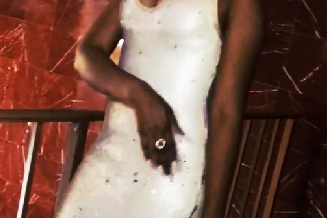 suknia z cekinami