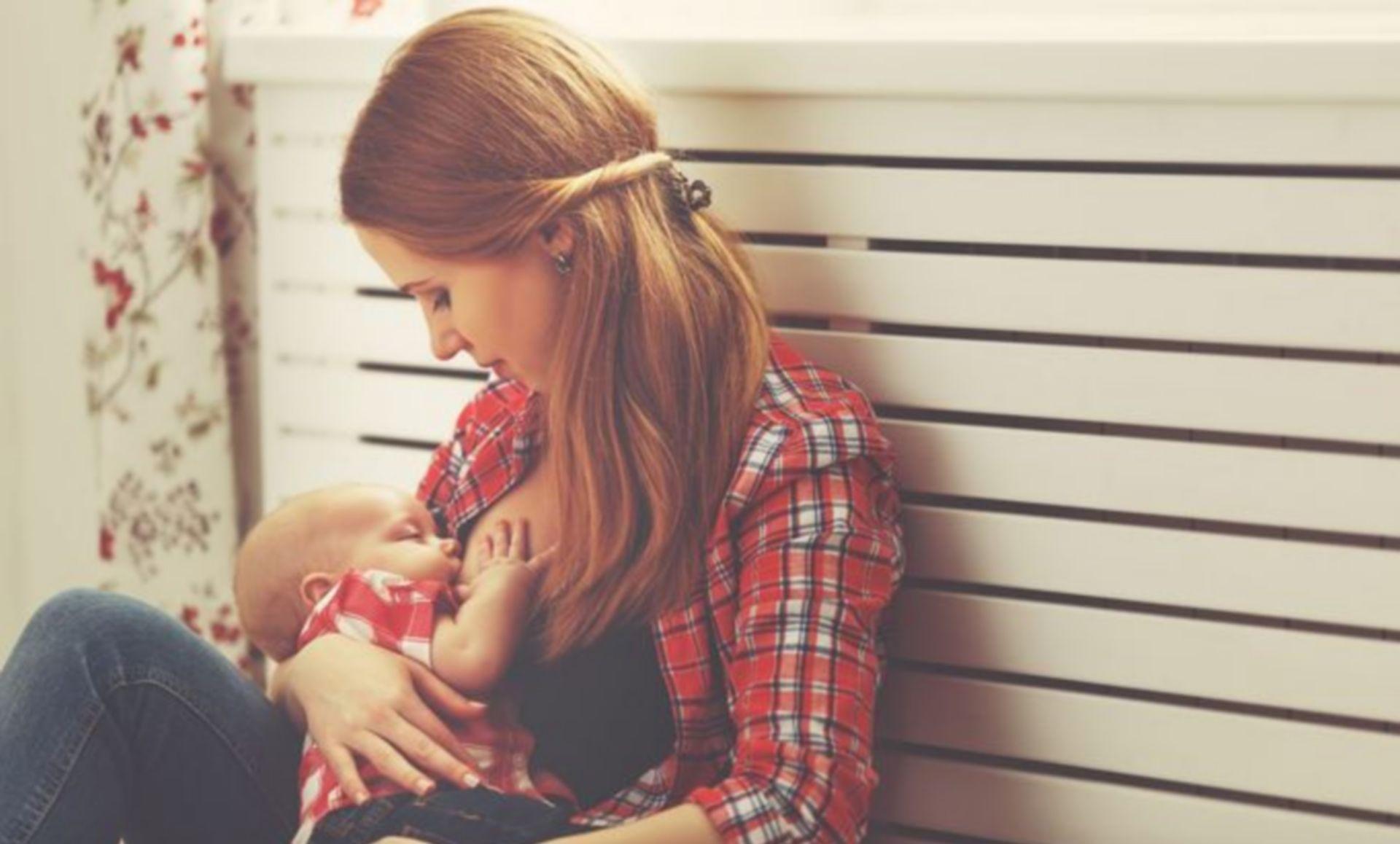 karmienie piersią małego dziecka